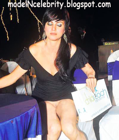 Yana Gupta without Panty!!!