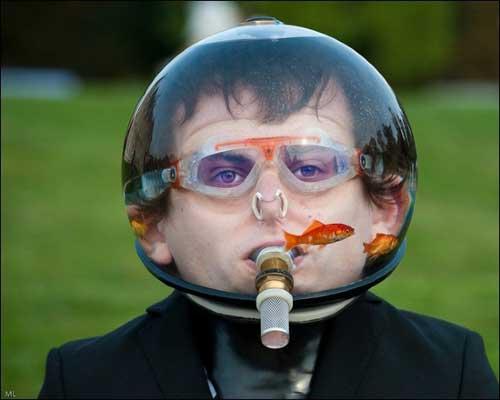 http://3.bp.blogspot.com/_LEAnjOV8TMw/TUhv2f1-J8I/AAAAAAAAAWM/S84i4fBxors/s1600/fish-bowl-helmet.jpg
