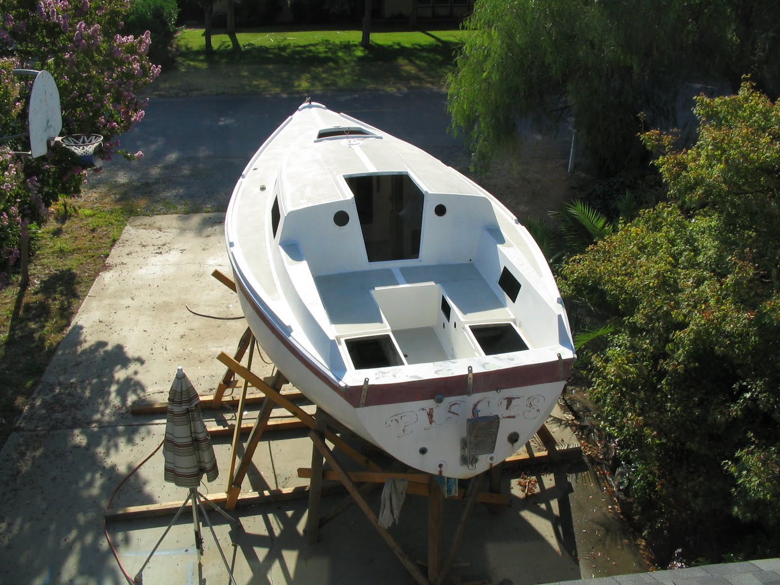 http://3.bp.blogspot.com/_LEsPsjFnqkQ/TGjJEarPYrI/AAAAAAAAAD4/3F5tT_Vpnag/s1600/boat%2Bconstruction%2B3%2B040.jpg