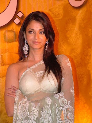Aishwarya Rai in saree-white