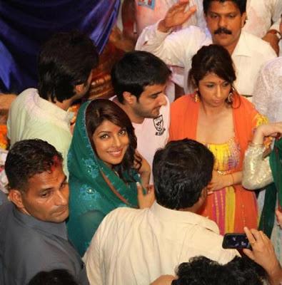 Priyanka Chopra & Ranbir Kapoor visit Lalbaughcha Raja Ganpati