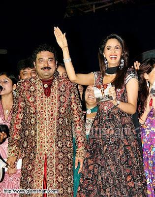 Mallika Sherawat's Nagin dance at Navratri Event4