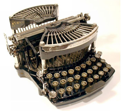 vintage typewriters 16 World's Oldest Typewriter Collection