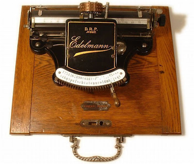 vintage typewriters 15 World's Oldest Typewriter Collection