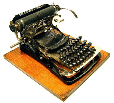 vintage typewriters 08 World's Oldest Typewriter Collection