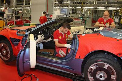 inside ferrari plant 29 Proses Pembuatan Sebuah Mobil Ferrari