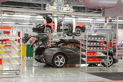inside ferrari plant 33 Proses Pembuatan Sebuah Mobil Ferrari