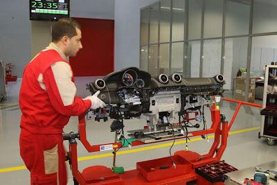 inside ferrari plant 25 Proses Pembuatan Sebuah Mobil Ferrari