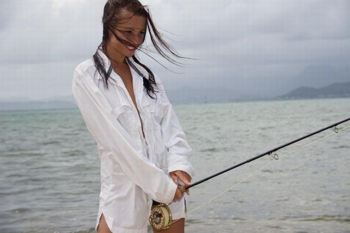 Fishing in bikini curious funny photos pictures for Fishing for girls