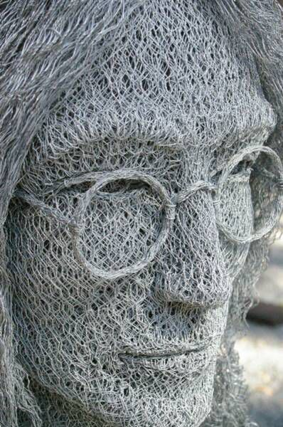 Curious funny photos pictures amazing sculptures for Chicken wire art