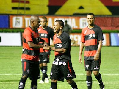 Foto: Jackson comemora o gol contra o Poções - 28/01/09