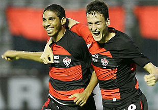 Wallace e Thiago Gomes - Vitória 2x1 Feirense - 01/02/09