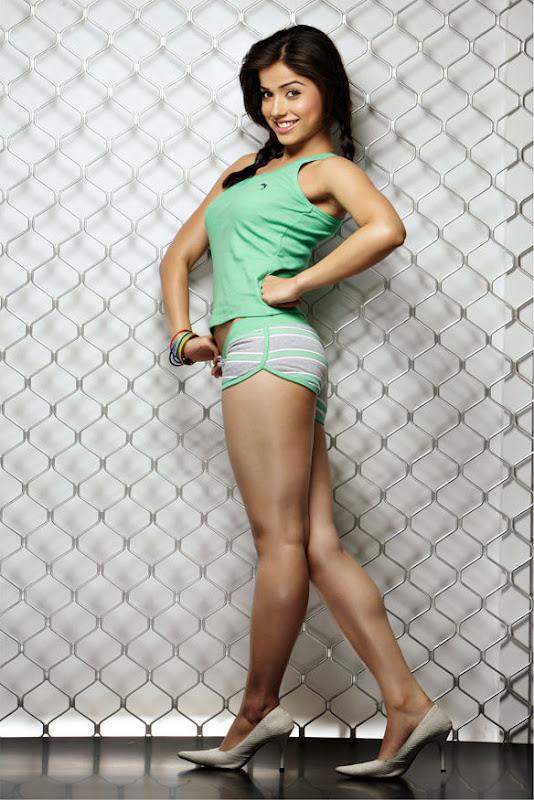 Actress Aparna Bajpai Photoshoot Pics Eesan Heroine Aparna Bajpai Photos cleavage