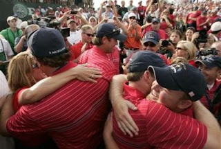 U.S. Ryder Cup players including J.B. Holmes (lower right) celebrate on the 17th green after they defeated the European team to win the Ryder Cup in singles play in the 37th Ryder Cup Championship at the Valhalla Golf Club in Louisville, Kentucky September 21, 2008. (Jeff Haynes/Reuters)