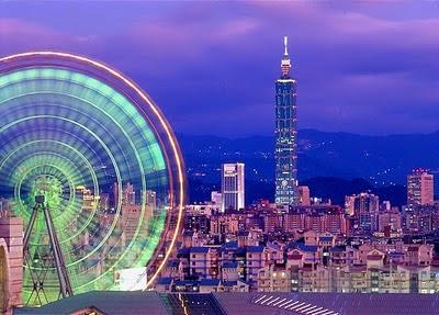 Lo skyline notturno di Taipei, Taiwan