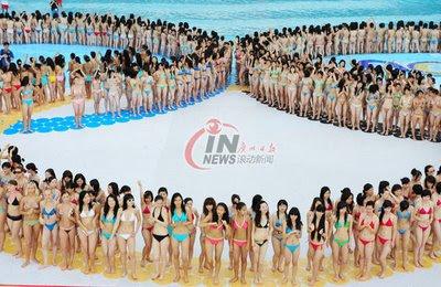 Ragazze in bikini a Pechino