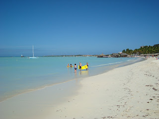 Aruban Beach with people and boats in water
