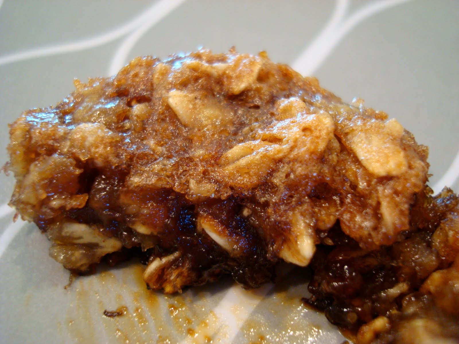 ... Gluten Free Cinnamon Raisin Banana Oatmeal Muffins - Averie Cooks