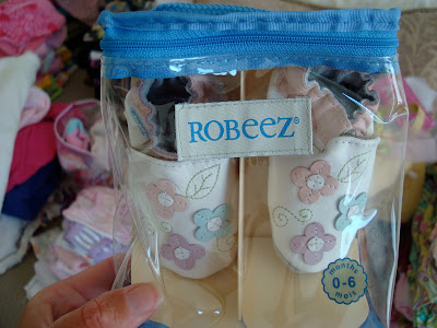 Newborn shoes in packaging