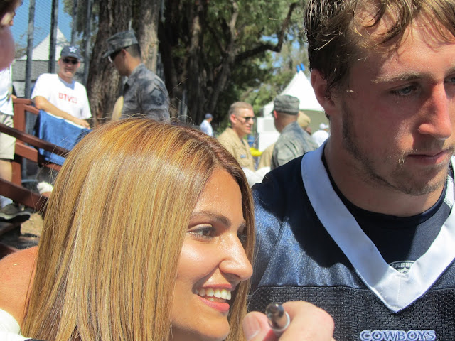 Sean-Lee-Hangs-out-with-fans-Oxnard