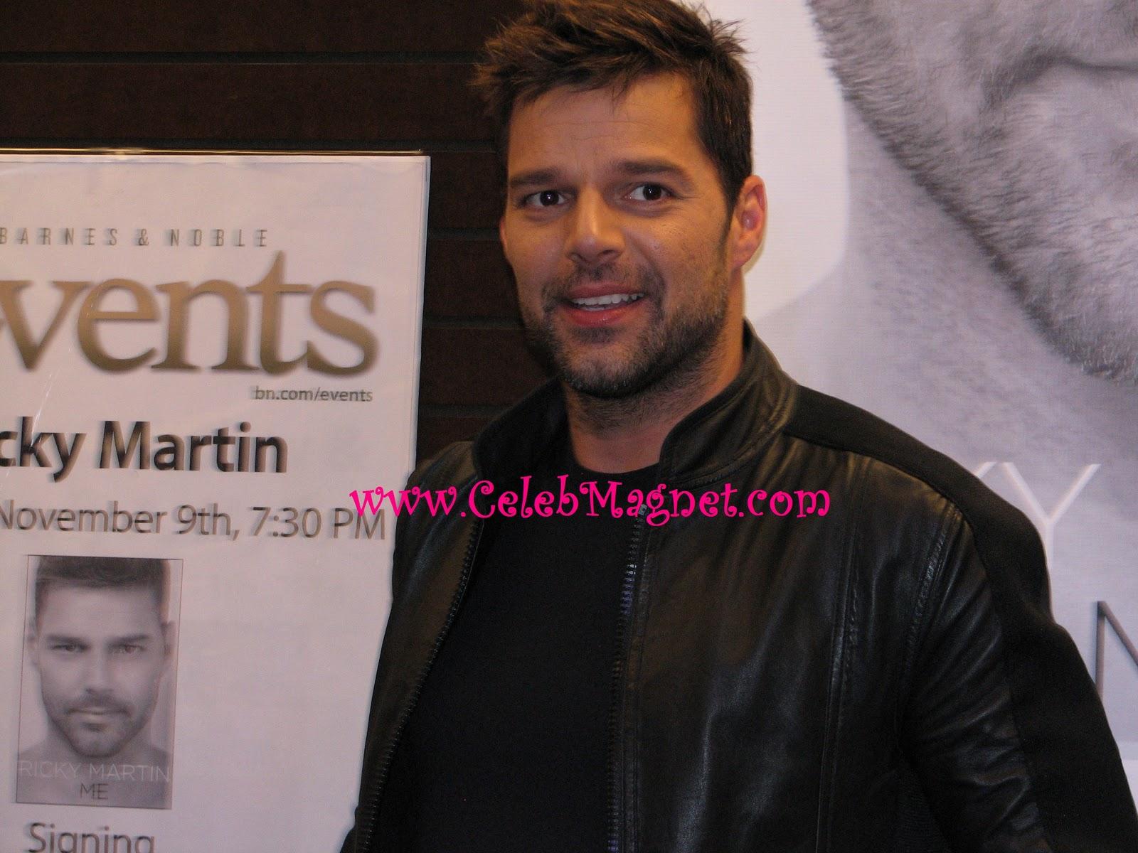 http://3.bp.blogspot.com/_LQQ5FS2UDbY/TNpEtY62R1I/AAAAAAAACxo/FCmJ0_dtqfM/s1600/Ricky+Martin+Book+Signing+Grove+3.jpg