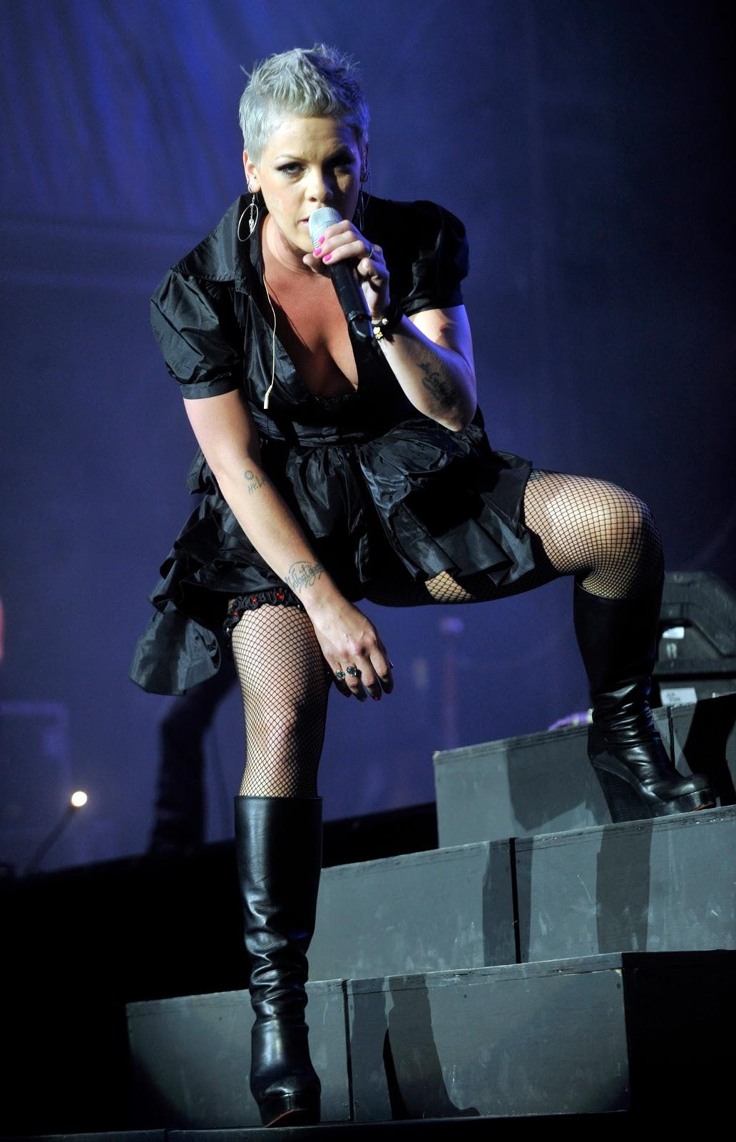 http://3.bp.blogspot.com/_LRzFEyAOGAA/TPUTjwadExI/AAAAAAAADGQ/JwBbaiguI9s/s1600/c815j1xllz-pink-live-in-concert-at-rheinenergiesta.jpg
