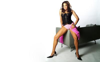 Bodi Sylv in hot lingerie