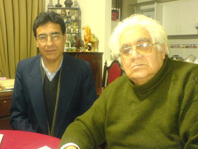 Joan Guimaray con el escritor Oswaldo Reynoso