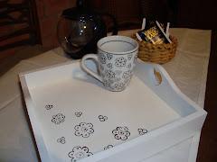 Bandeja con taza en compose