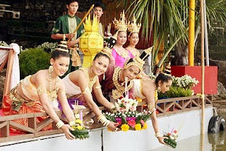 rezbarenje voća i povrća,dekoracija hrane,tajland,labud od jabuke,