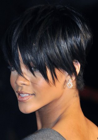 Rihanna New short hairstyle Rihanna