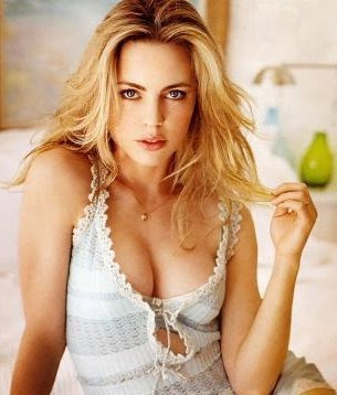 Melissa George as Danaerys Targaryan