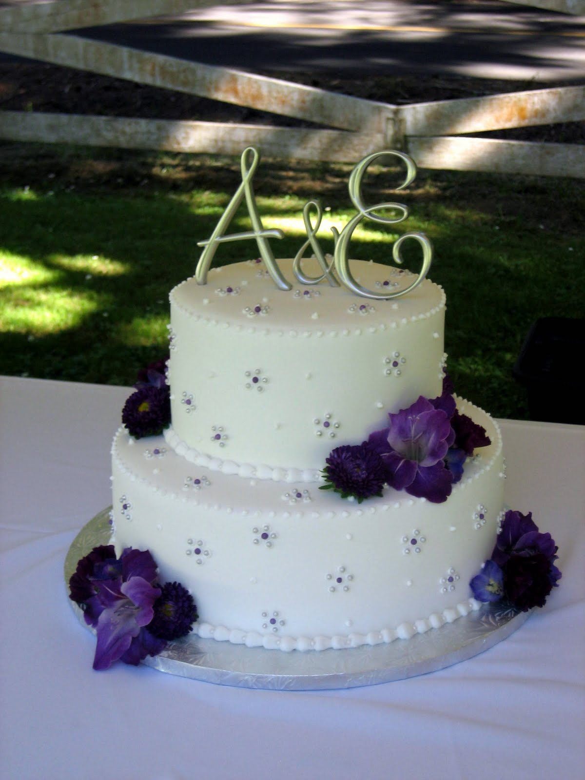 Images Of Purple Wedding Cake : Jillicious Discoveries: Three Purple Wedding Cakes