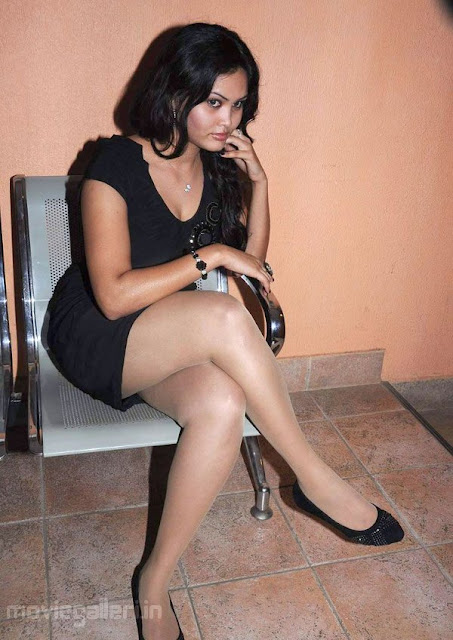 Asmitha Hot Pictures Actress asmitha Hot Leg Show Stills wallpapers