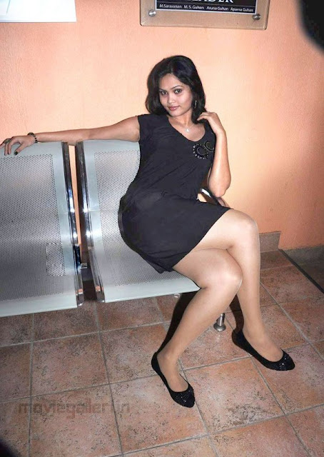 Asmitha Hot Pictures Actress asmitha Hot Leg Show Stills glamour images