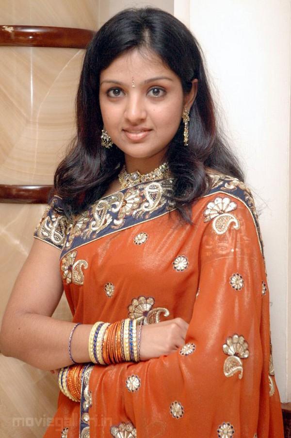 Actress Roobika Stills, Tamil Actress Roobika Photo Gallery
