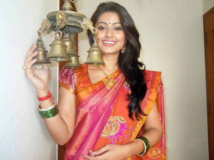 Sneha In Traditional Saree Stills Sneha In Silk Saree Photos New