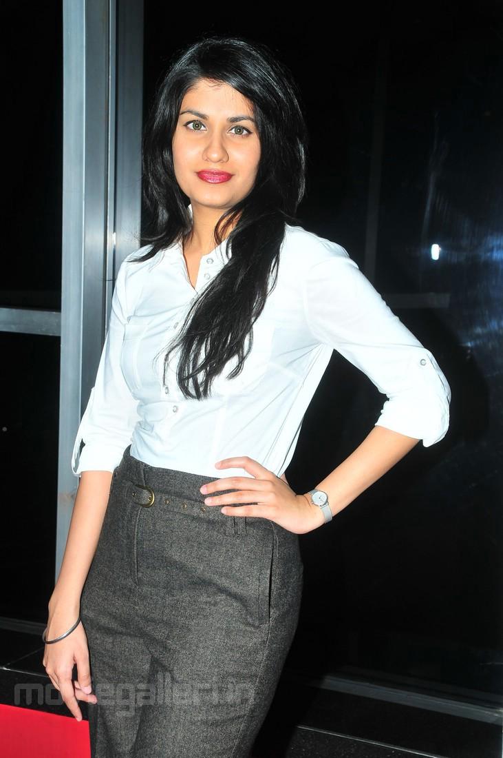 , Shreya Dhanwanthary Latest Stills at Grooming Workshop Press Meet