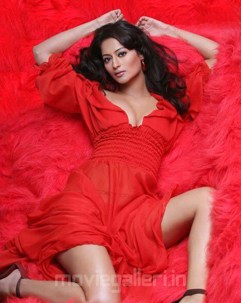 Actress Kaveri Jha Hot Photo Shoot Pictures hot photos