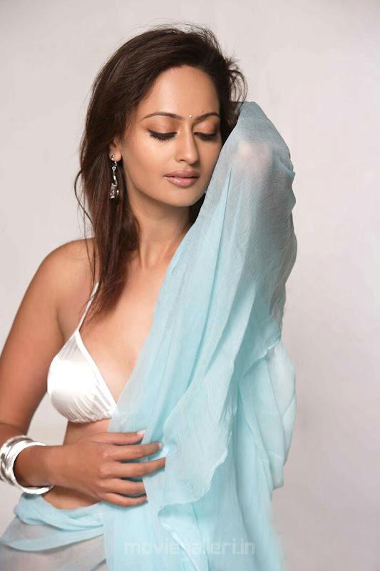 Actress Kaveri Jha Hot Photo Shoot Pictures Photoshoot images