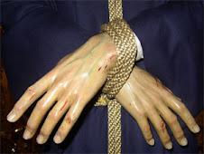 Las manos atadas de Nuestro Señor Cautivo de Paradas