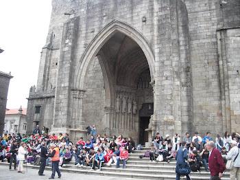 Alumnos de ESO da provincia de Pontevedra diante da Catedral de Tui