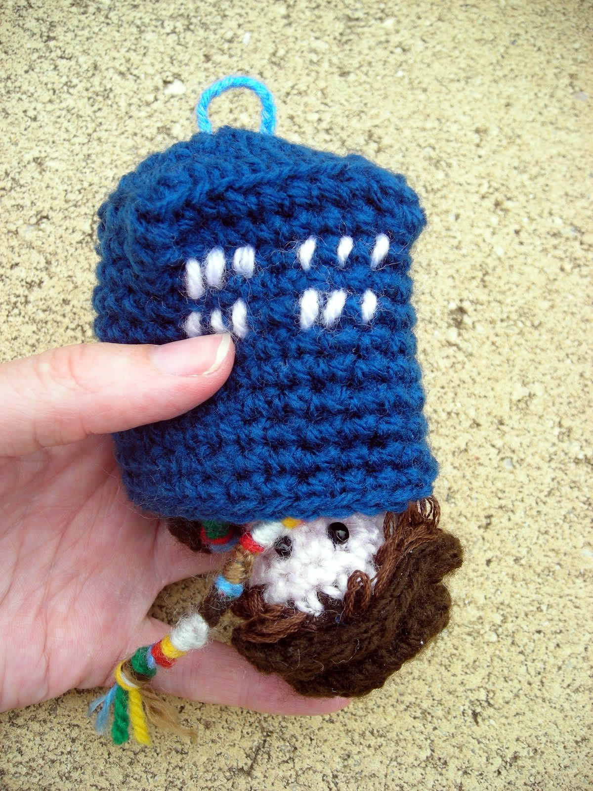 Free Crochet Pattern Tardis Hat : Pixelated Mushroom: TARDIS for your christmas tree