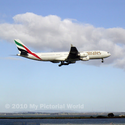 Emirates-A340-500-Landing-at-Auckland-International-Airport