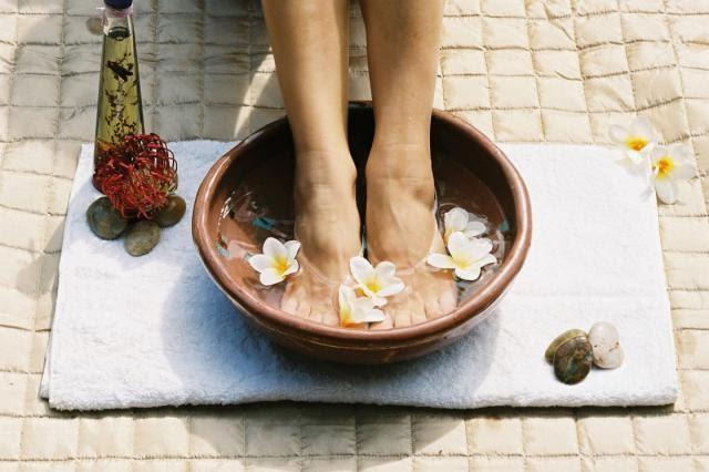 Piedi piedini piedoni rendiamoli bellissimi for Bocca mani piedi si puo fare il bagno