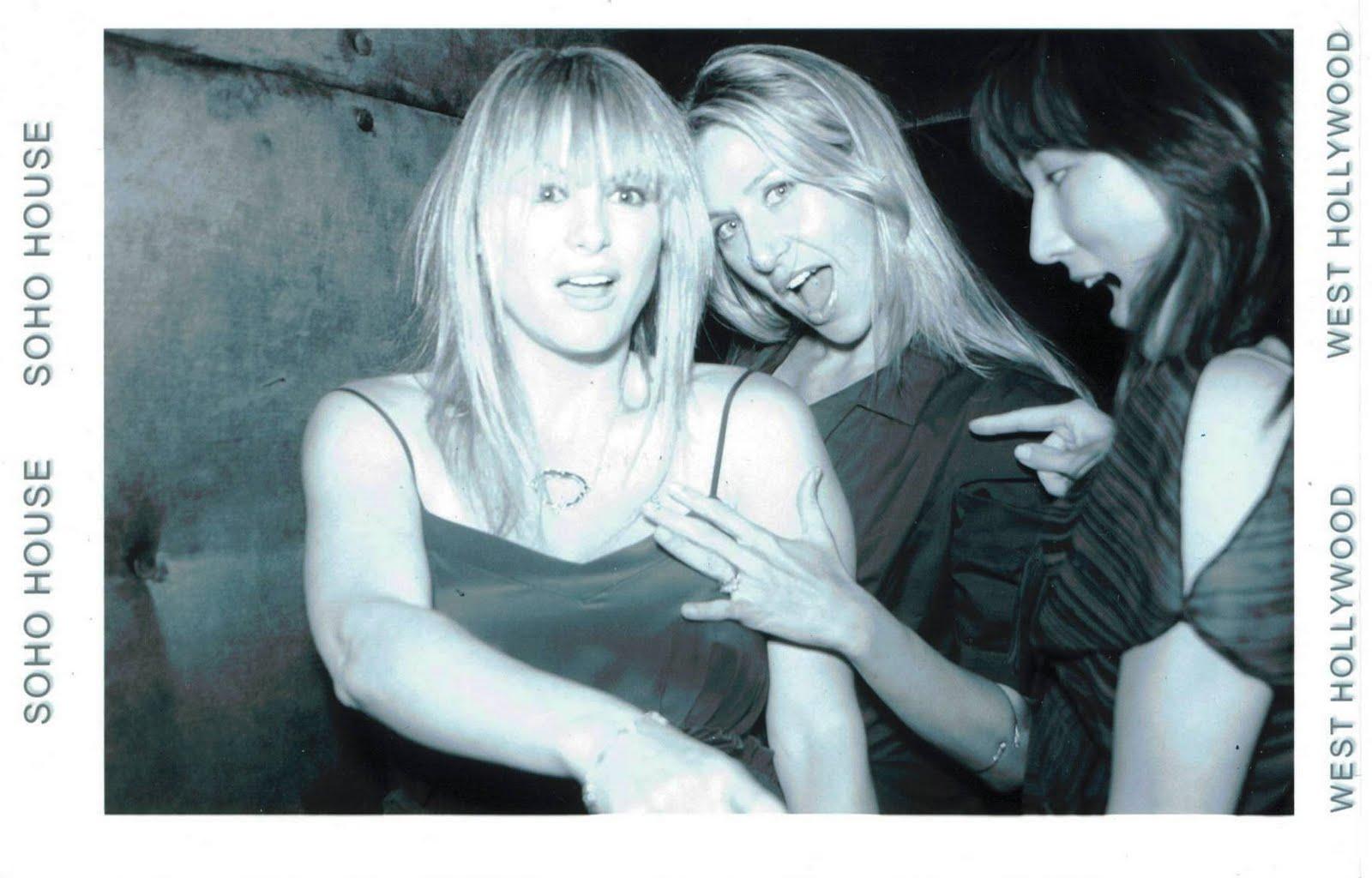 http://3.bp.blogspot.com/_Lg-cAuF6v14/TGSVtOwIGHI/AAAAAAAADsw/hW7N7epQPYA/s1600/10-07-28+Soho+w+Poppie+Amy.jpg