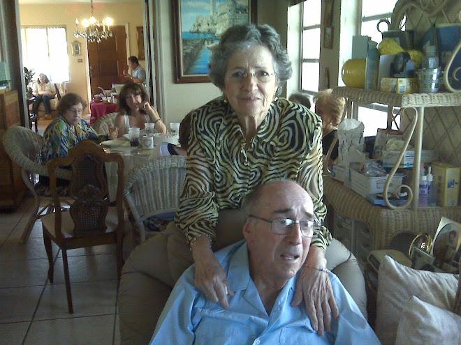 Estela (tita) Vasquez y Luis A. Santis