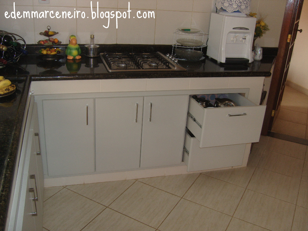 fiz o armário de cozinha inferior embutido na alvenaria revestida de  #956F36 1024x768