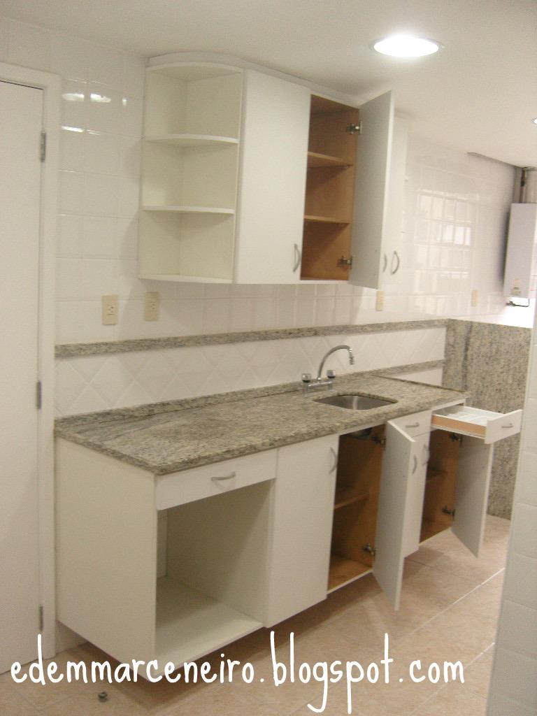 Armario Superior Cozinha ~ Cozinha Branca com parte interna em verniz Edem Marceneiro