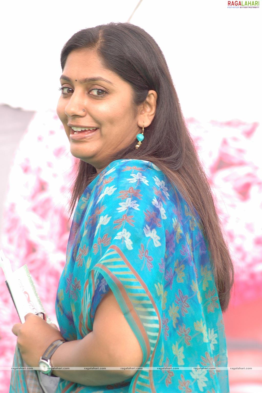 STYLE OF LIFE: Telugu Tv Anchor Jahnavi Photoshoots Gallery